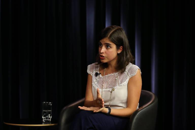 A deputada Tabata Amaral durante entrevista no estúdio Folha/UOL