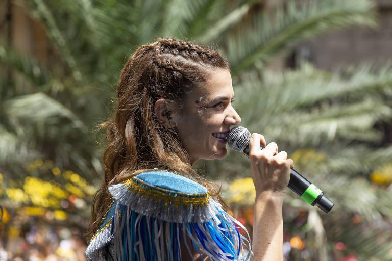 'Bolsonaro merece outras coisas', diz Mariana Aydar sobre gritos no Carnaval