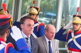 O presidente da República, Jair Bolsonaro e o  ministro da Defesa, general Fernando Azevedo e Silva após reunião no Ministério da Defesa