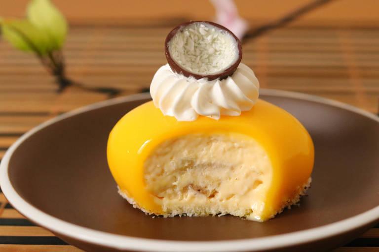 Criação do chef-confeiteiro Cesar Yukio, o Tropical é uma musse de coco com compota de banana e maracujá (R$ 15)