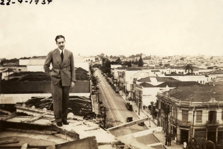 Rino Levi nas obras de construção do edifício Columbus, em 1934