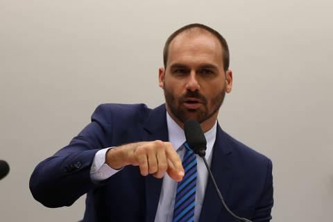 Celso envia para avaliação de Aras pedido de investigação sobre Eduardo Bolsonaro