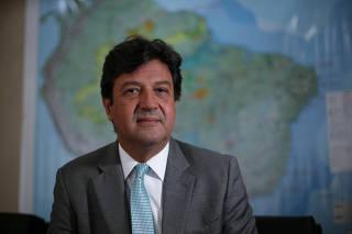 O ministro da Saúde, Luiz Henrique Mandetta, durante entrevista à Folha