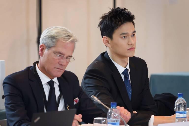 O nadador Sun Yang durante julgamento na corte suíça
