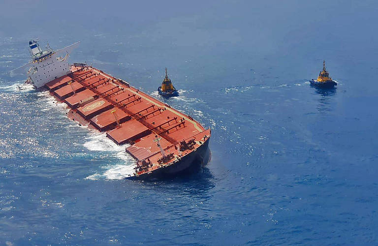 Navio de minério que encalhou no Maranhão deve ser afundado
