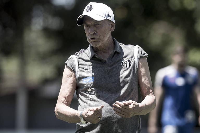 O técnico Jesualdo Ferreira durante treino do Santos no CT Rei Pelé, na Baixada Santista