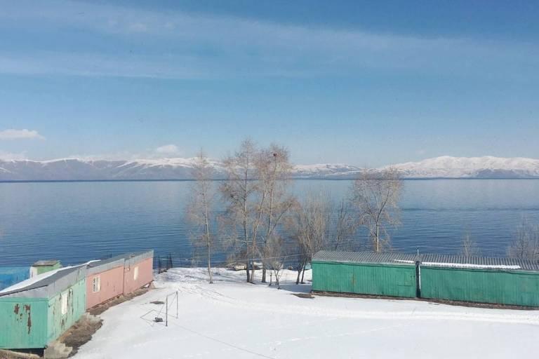 Lago Sevan, em janeiro de 2019, na Armênia