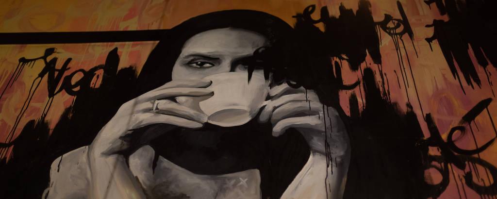 Grafite na parede da casa The Coffee Is on the Table, em Santo André, no ABC