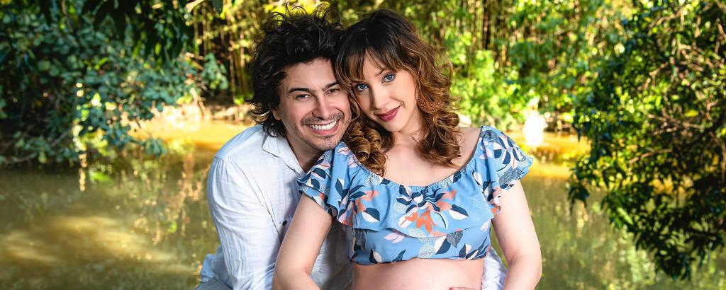 Os atores Lázaro Menezes e Kiara Sasso, grávida de Luna