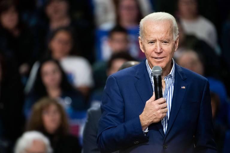 O ex-vice-presidente Joe Biden discursa durante comício na Universidade Wofford, na Carolina do Sul