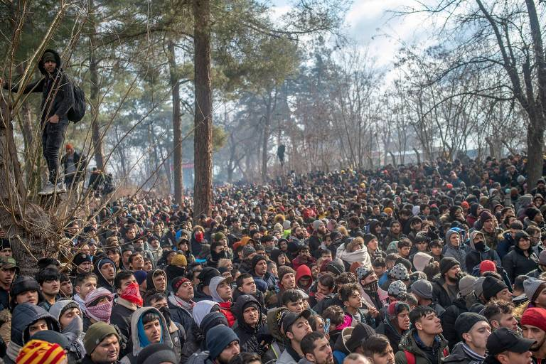 Grécia barra 4 mil refugiados em um dia após Turquia liberar fronteira