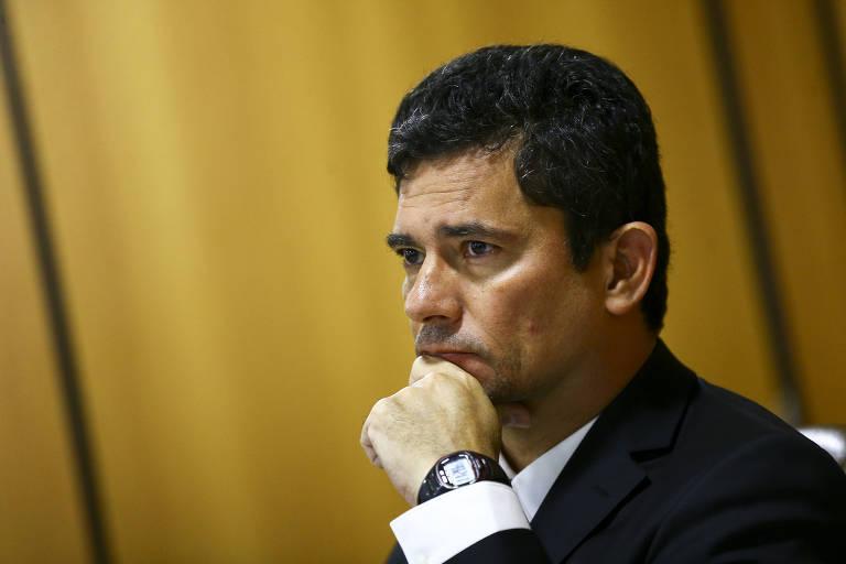 O ministro da Justiça e Segurança Pública, Sergio Moro, com a mão no queixo