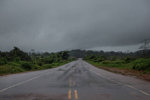 BR 163/ PA. BRASIL, 20-02-2020: ASFALTO NOVO-  Inicio do novo trecho de asfalto inaugurado pelo governo Bolsonaro na Rodovia BR-163.  (Foto: Zanone Fraissat/Folhapress, MERCADO)***EXCLUSIVO****
