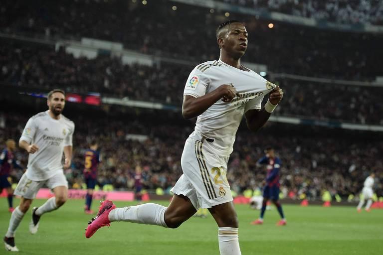 Com gol de Vinicius Junior, Real Madrid vence o Barcelona e volta à ponta