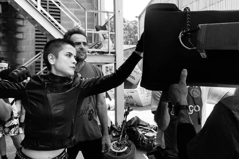 """Maria Casadevall durante gravações de """"A Garota da Moto"""""""