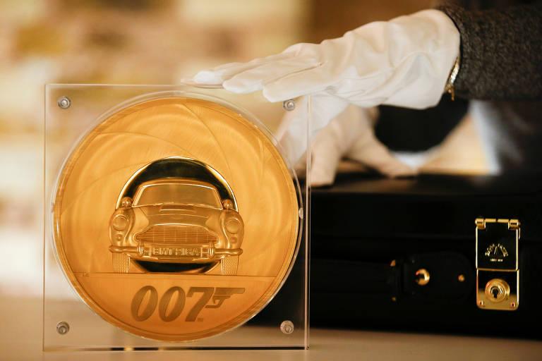 Moeda de 7.000 libras e 7kg celebra o 25º filme de James Bond