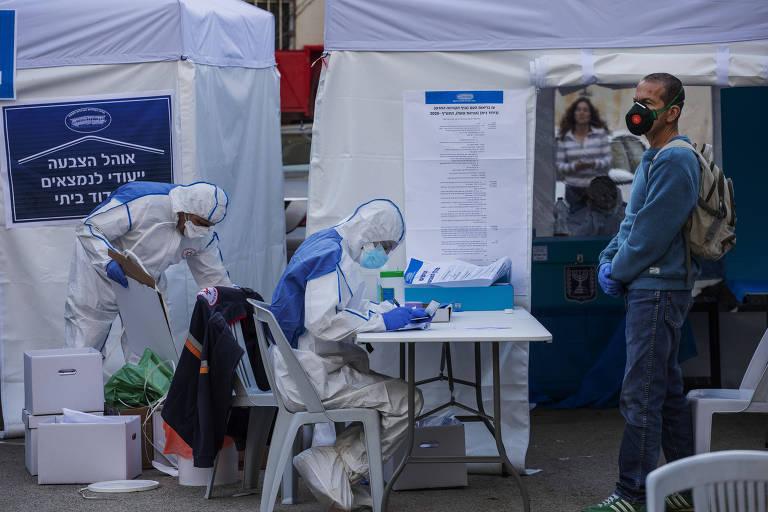 Eleitores em quarentena votam em área separada e controlada por autoridades médicas em Tel Aviv