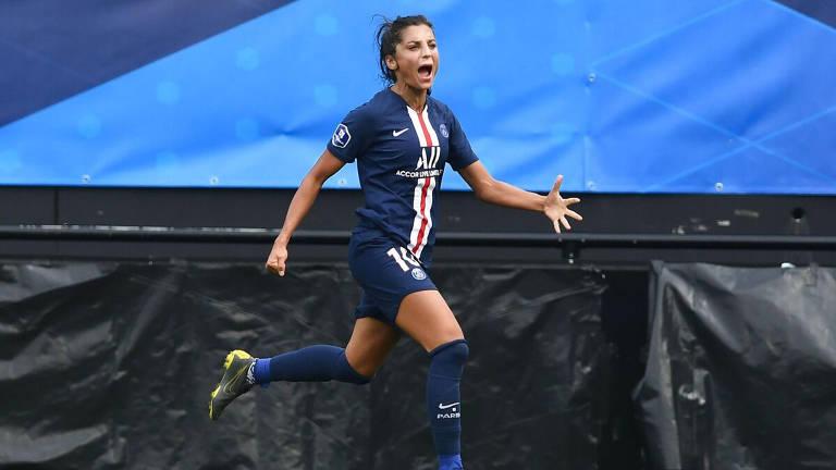 A atacante Nadia Nadim, do PSG, comemora seu gol na final do Troféu dos Campeões contra a equipe do Lyon