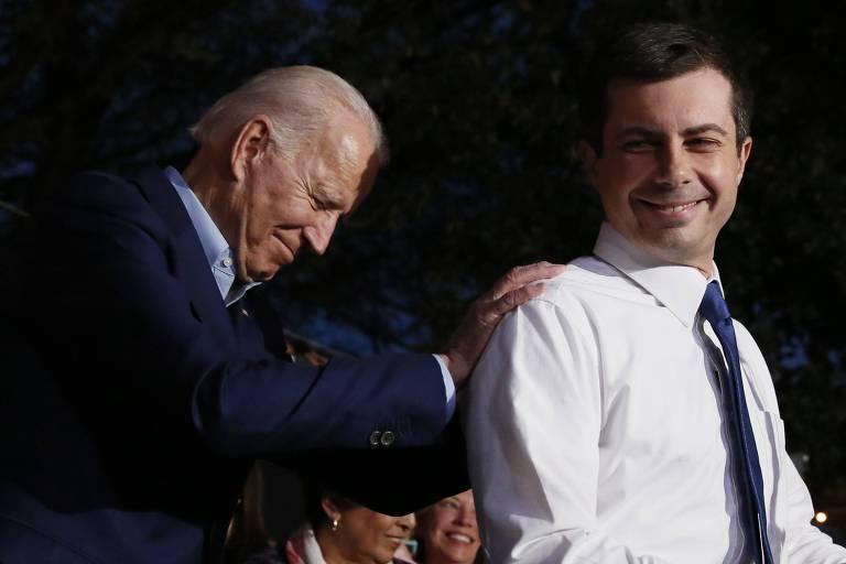 Pete Buttigieg  anuncia apoio a Joe Biden durante comício em Dallas, no Texas