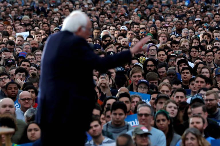 O senador Bernie Sanders discursa durante comício em Austin, no Texas