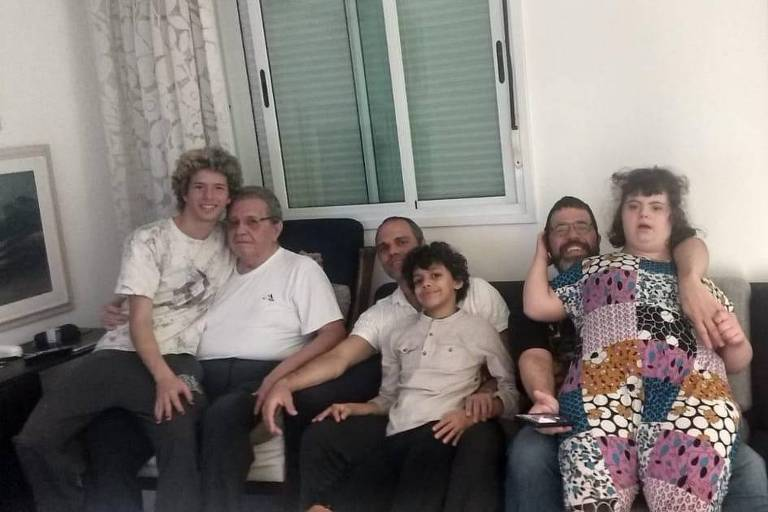 Iberê Zeferino Bandeira de Mello (1939-2020) com o filho Iberê Bandeira de Mello e os netos