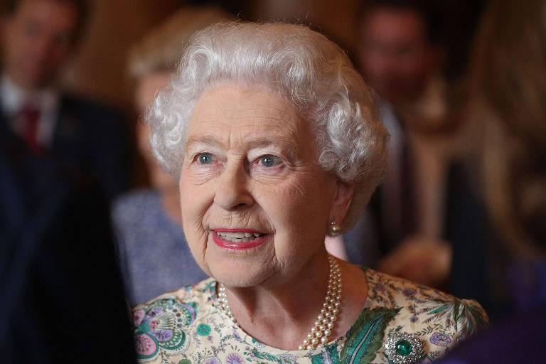 A rainha Elizabeth 2ª  durante evento no Palácio de Buckingham, em Londres (Inglaterra)