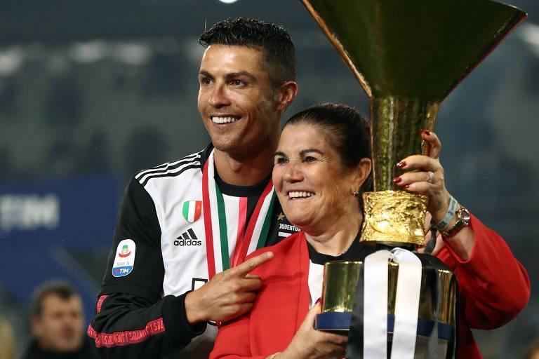Mãe de Cristiano Ronaldo sofre derrame cerebral e é internada em Portugal