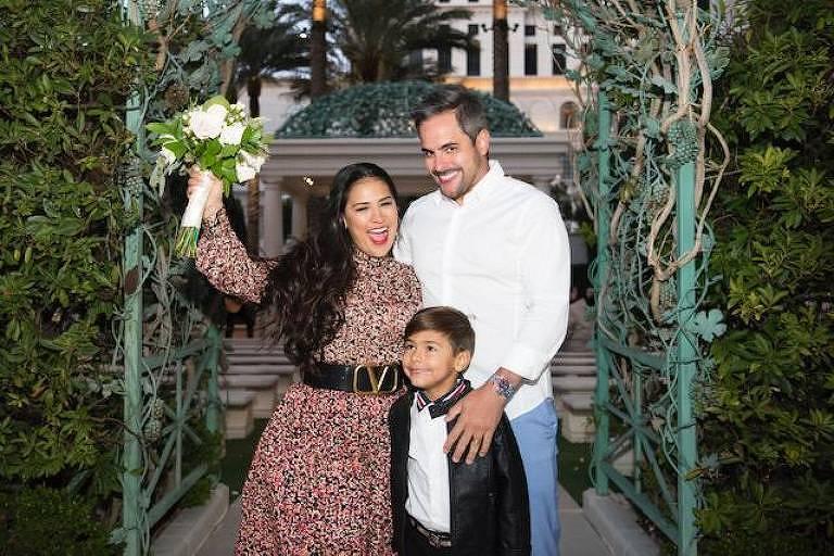 Simone renova votos com Kaká Diniz em Las Vegas; filho do casal, Henry, participa da cerimônia