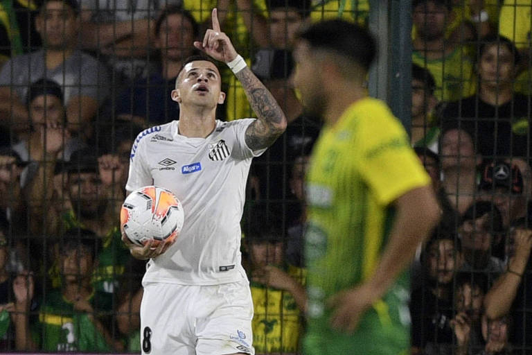 Jobson comemora após marcar o gol de empate do Santos contra o Defensa y Justicia, em Buenos Aires (ARG), no duelo de estreia da Libertadores 2020