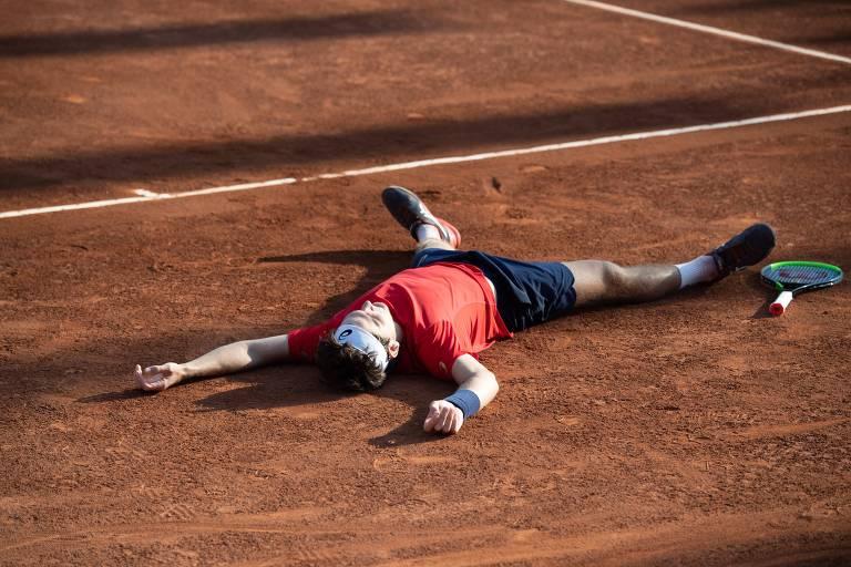 O tenista Thiago Wild venceu o norueguês Casper Ruud por 2 sets a 1 (7-5, 4-6, 6-3) na final do ATP 250 de Santiago