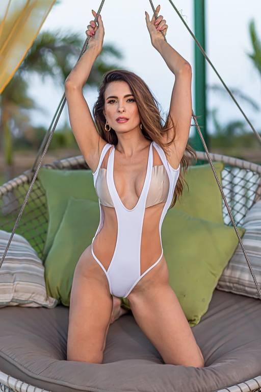 Imagens da modelo e ex-miss Brasil Kamilla Salgado