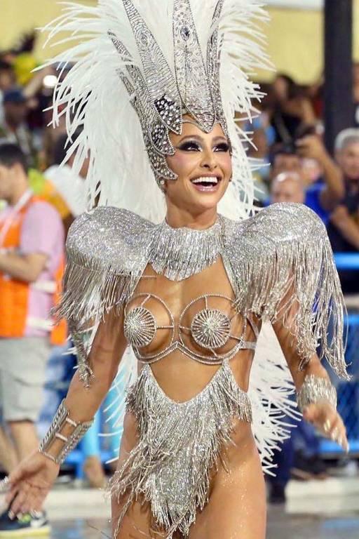 Sabrina Sato  abrindo o desfile da Vila Isabel no Carnaval 2020