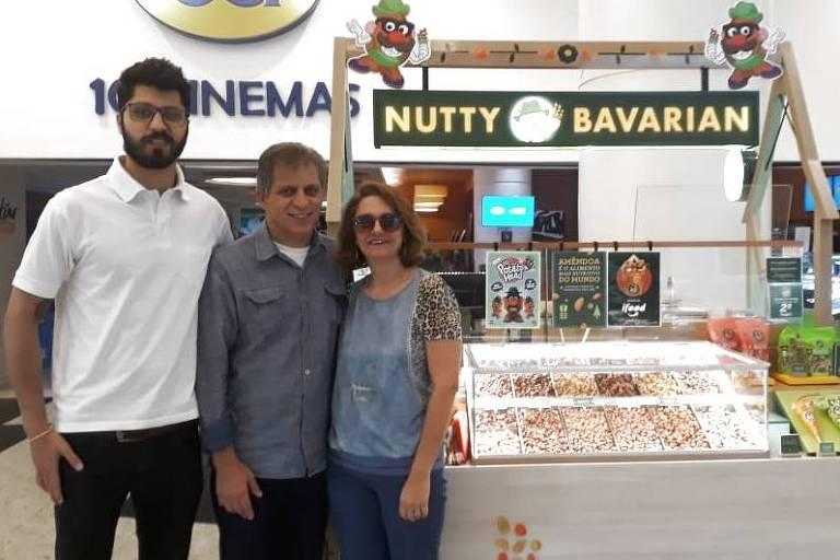O empresário Luciano Fiorotto Junior entre seu filho, Rodrigo, e a esposa, Denize