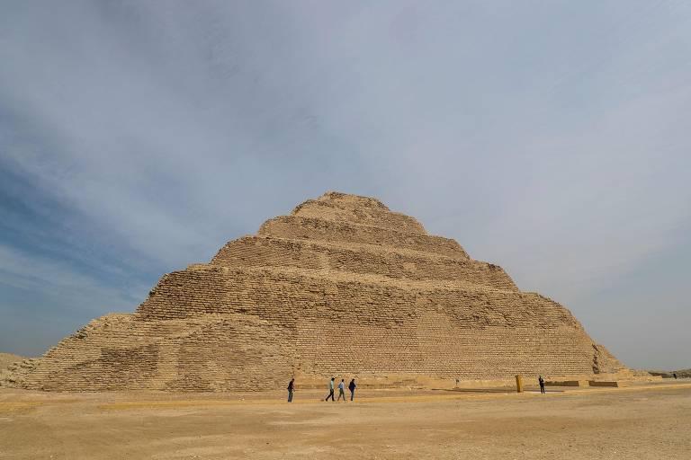 Pirâmide de pedra vista de fora