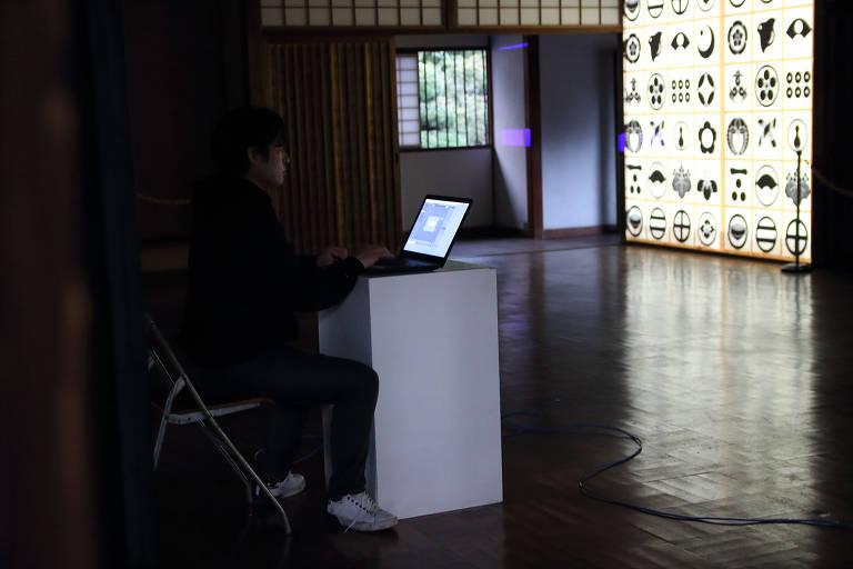 Projeção com elementos nipônicos que integram programação no Pavilhão Japonês