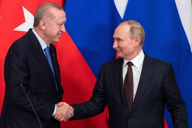 Os presidentes Recep Tayyip Erdogan e Vladimir Putin depois da reunião no Kremlin