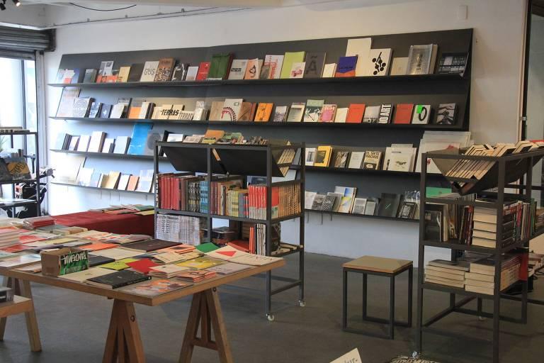Conheça livrarias de rua com agenda de eventos