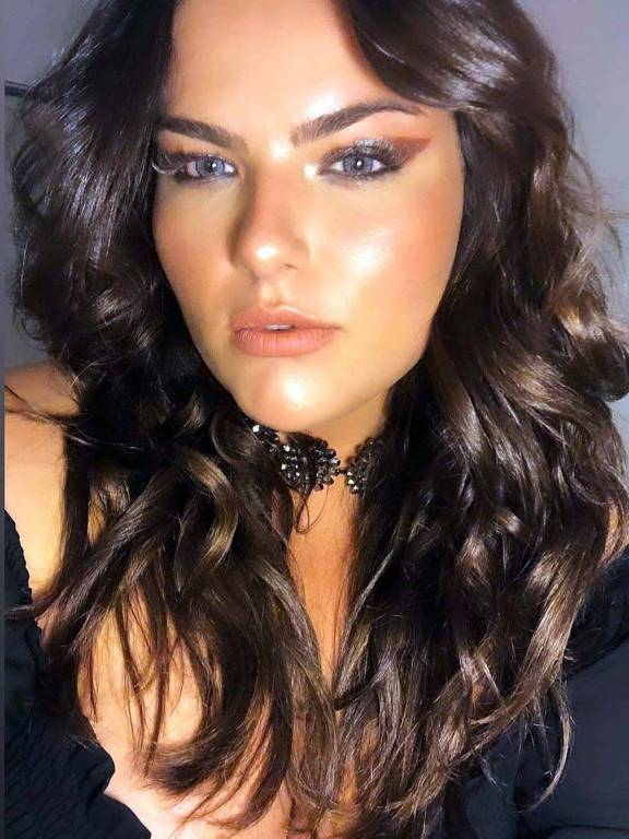 Imagens da modelo Mayara Russi