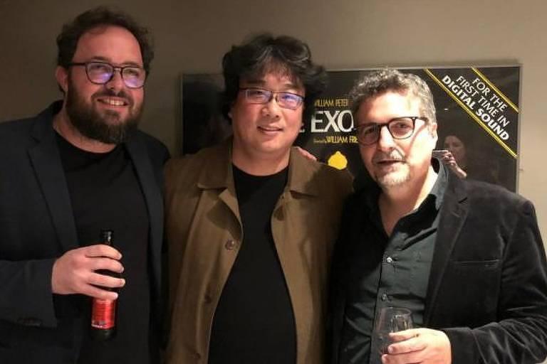 Juliano Dornelles, Bong Joon-ho e Kleber Mendonça em Londres; diretores brasileiros agradeceram a presença de vencedor do Oscar na plateia de cinema londrino