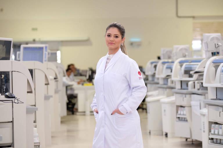 A biomédica Ticiane Santa Rita, pesquisadora do laboratório Albert Sabin