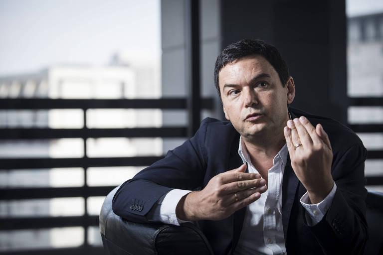 """Thomas Piketty, 49; formado em matemática na Escola Normal Superior de Paris, é doutor em economia na Escola de Altos Estudos em Ciências Sociais; professor da Escola de Economia de Paris desde 2007 e professor da Escola de Altos Estudos desde 2000, é codiretor do World Inequality Lab/World Inequality Database e autor do best-seller """"O Capital do Século 21"""""""