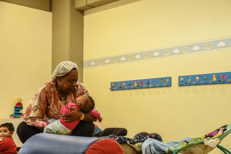Sem licença e com boletos, mães de SP deixam bebês de 1 mês na creche