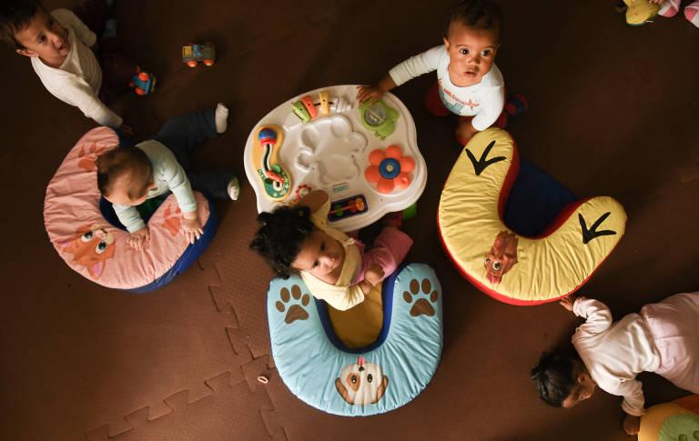Bebês na creche Novo Ypê, no Campo Limpo; redução da fila tem levado crianças mais novas ao berçário