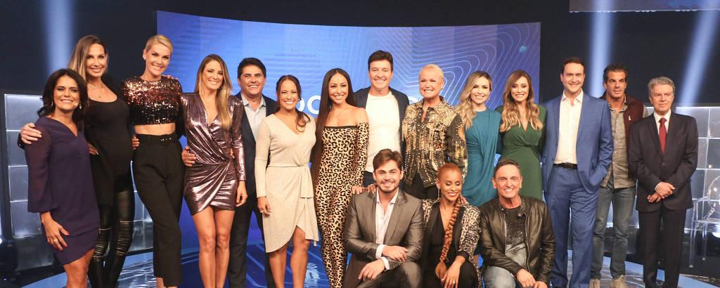 Elenco de apresentadores da Record, que reformulou toda a grade de domingo