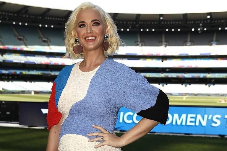 Katy Perry compareceu na Copa do Mundo Feminina de Cricket 2020 e exibiu barriga de gravidez