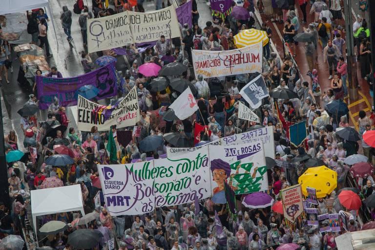 Mulheres protestam contra Bolsonaro em ato do Dia Internacional da Mulher