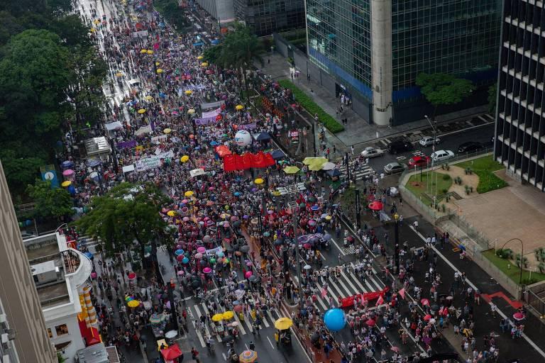 Grupos de mulheres e centrais sindicais protestam na avenida Paulista contra o presidente Jair Bolsonaro