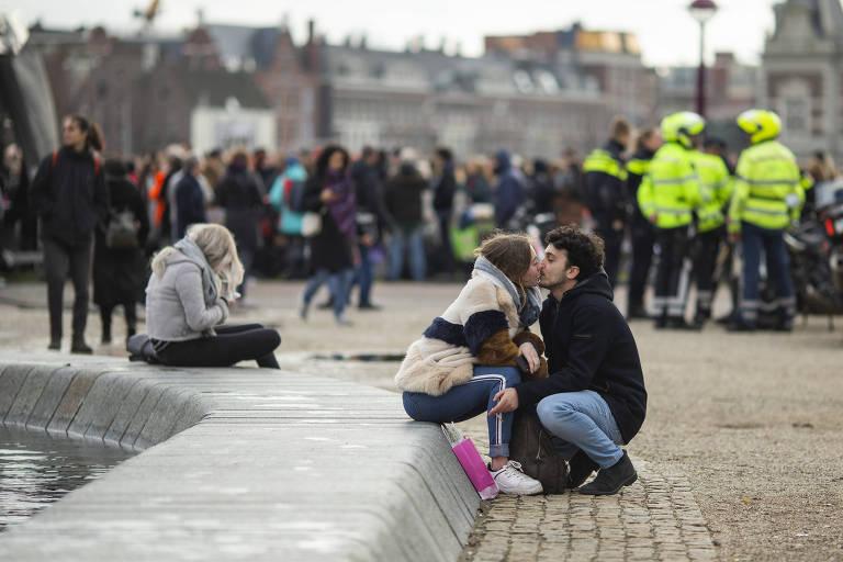Turismo segue alheio ao coronavírus em Amsterdã
