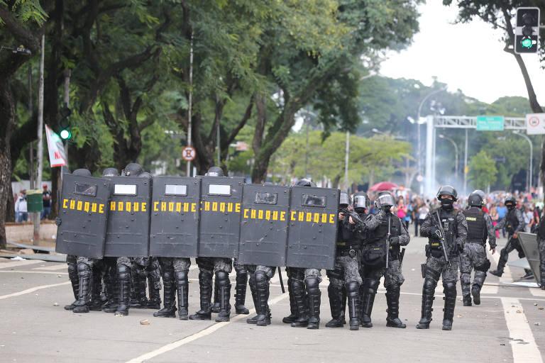 Reforma da Previdência de SP tem protesto e ação da tropa de choque