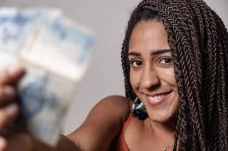 RIO DE JANEIRO, RJ, 06.03.2020: Retrato da youtuber Nathalia Rodrigues mais conhecida como Nath Finanças. A youtuber tem uma pagina dedicada a educacao financeira para pessoas de baixa renda. Centro, Rio de Janeiro (Foto: Zo Guimaraes/Folhapress, Mercado